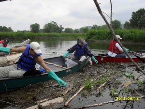 Canoeists pick up trash in river